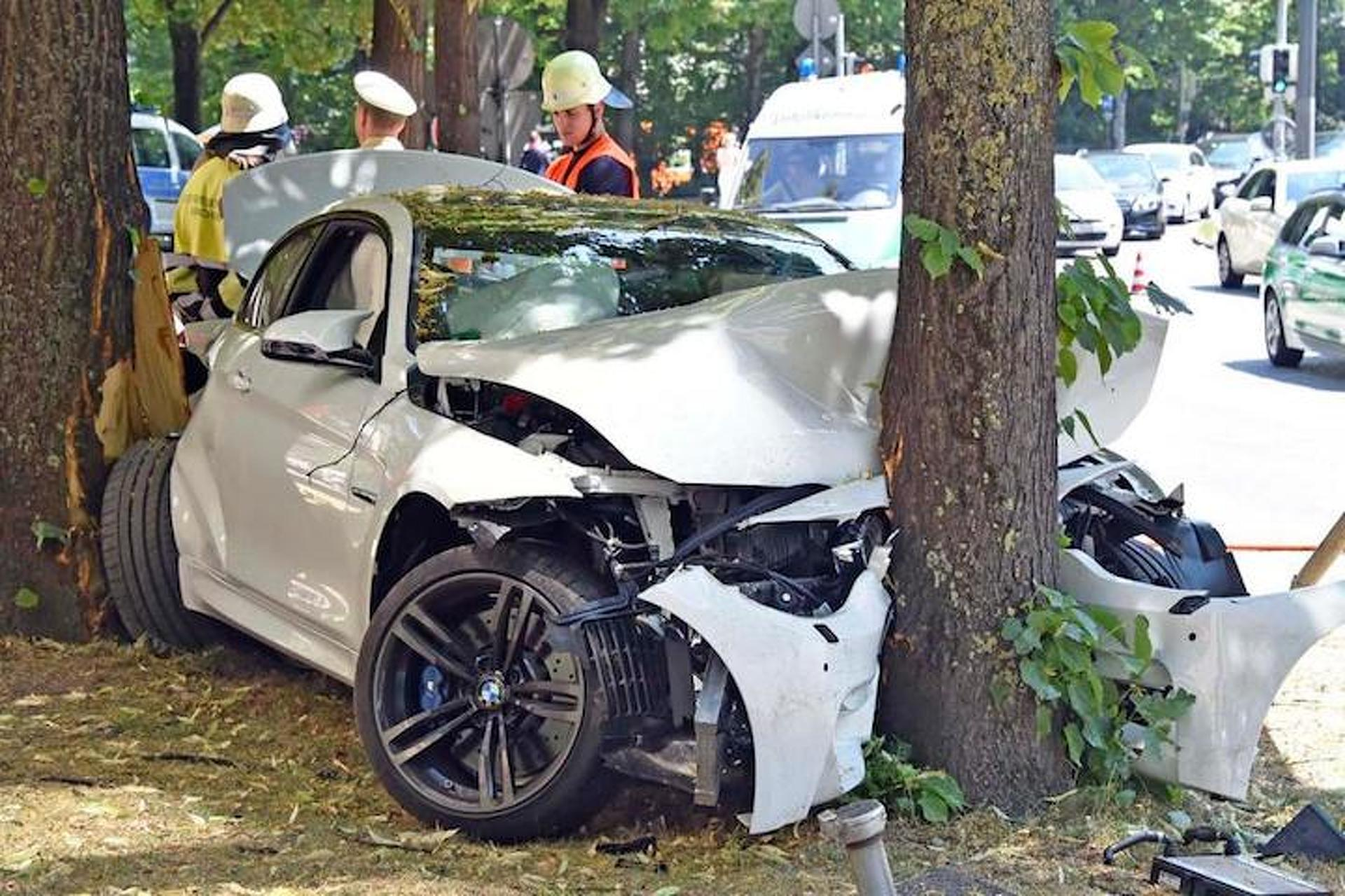 Brand New BMW M4 Crashes Headfirst Into A Tree
