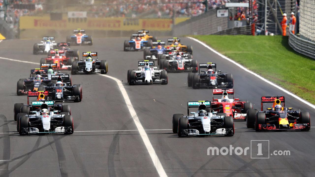 Start action- Lewis Hamilton, Mercedes AMG F1 W07 Hybrid leads Daniel Ricciardo, Red Bull Racing RB12