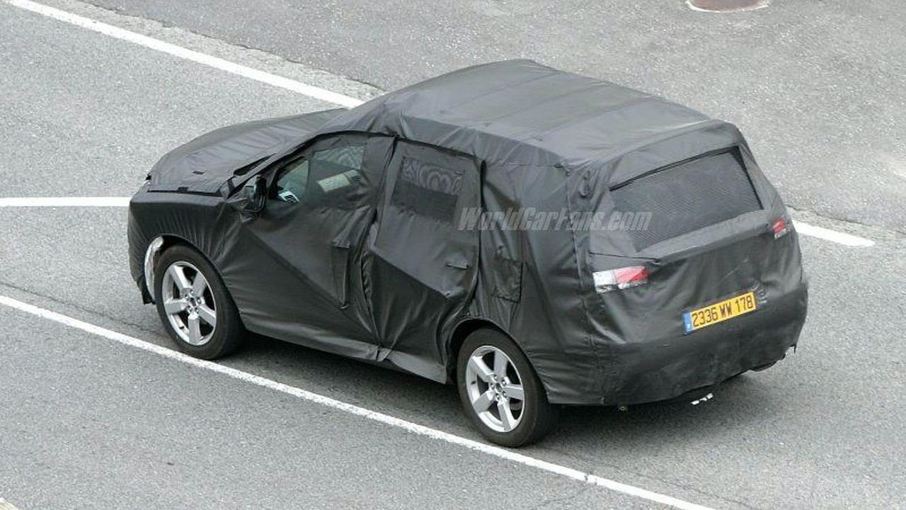 SPY PHOTOS: Peugeot SUV