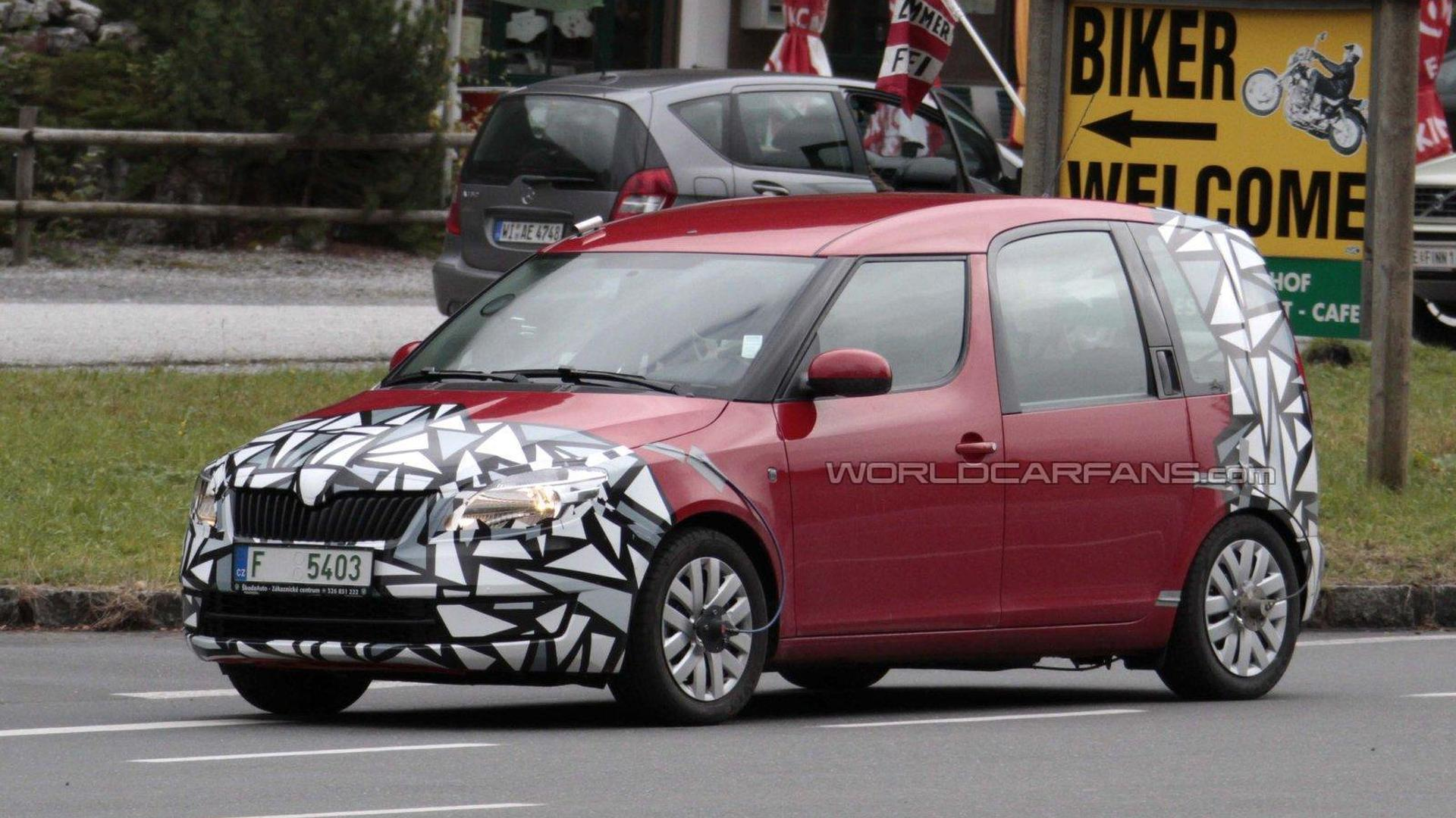 facelifted skoda roomster spied testing. Black Bedroom Furniture Sets. Home Design Ideas