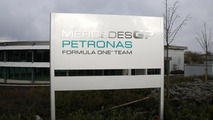 Mercedes to shed F1 staff - report