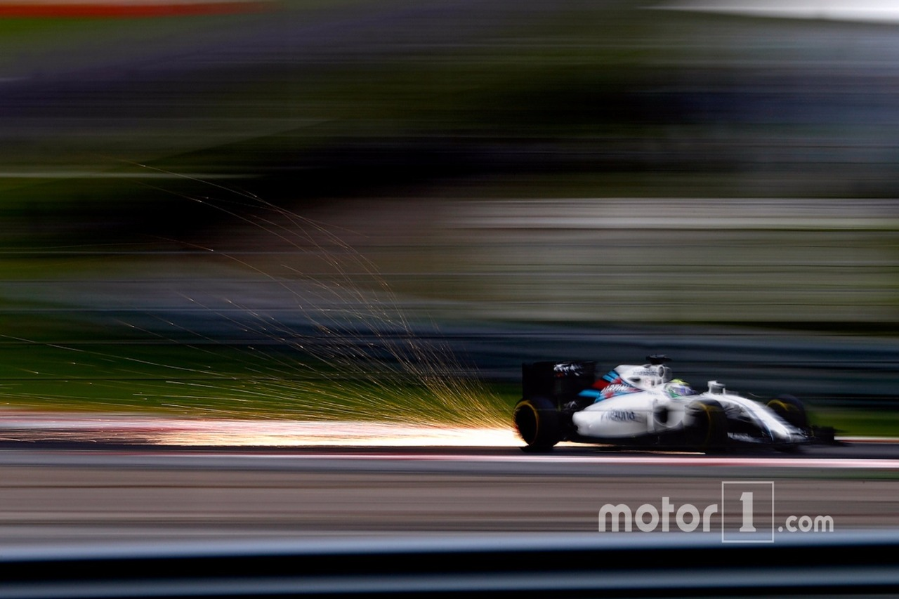 Sparks fly from the car of Felipe Massa, Williams FW38