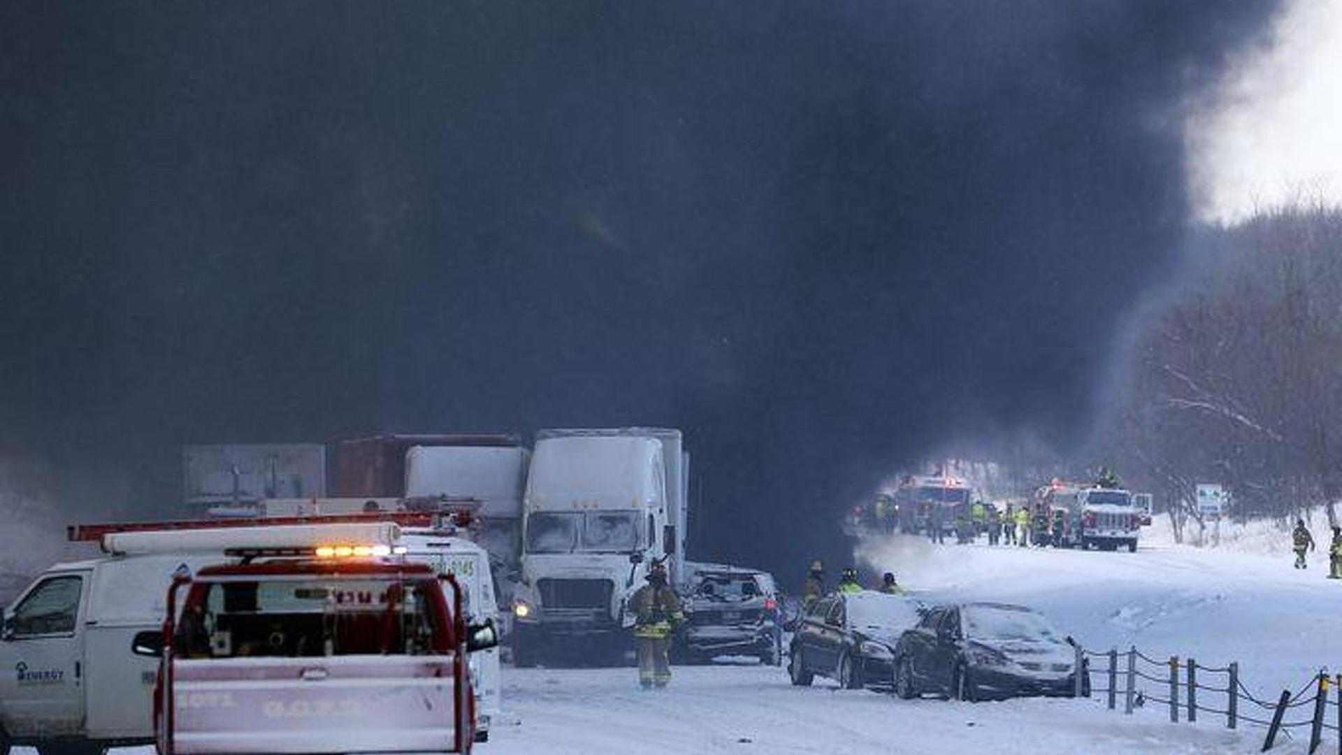 193 vehicles involved in a massive highway crash near Michigan [video]