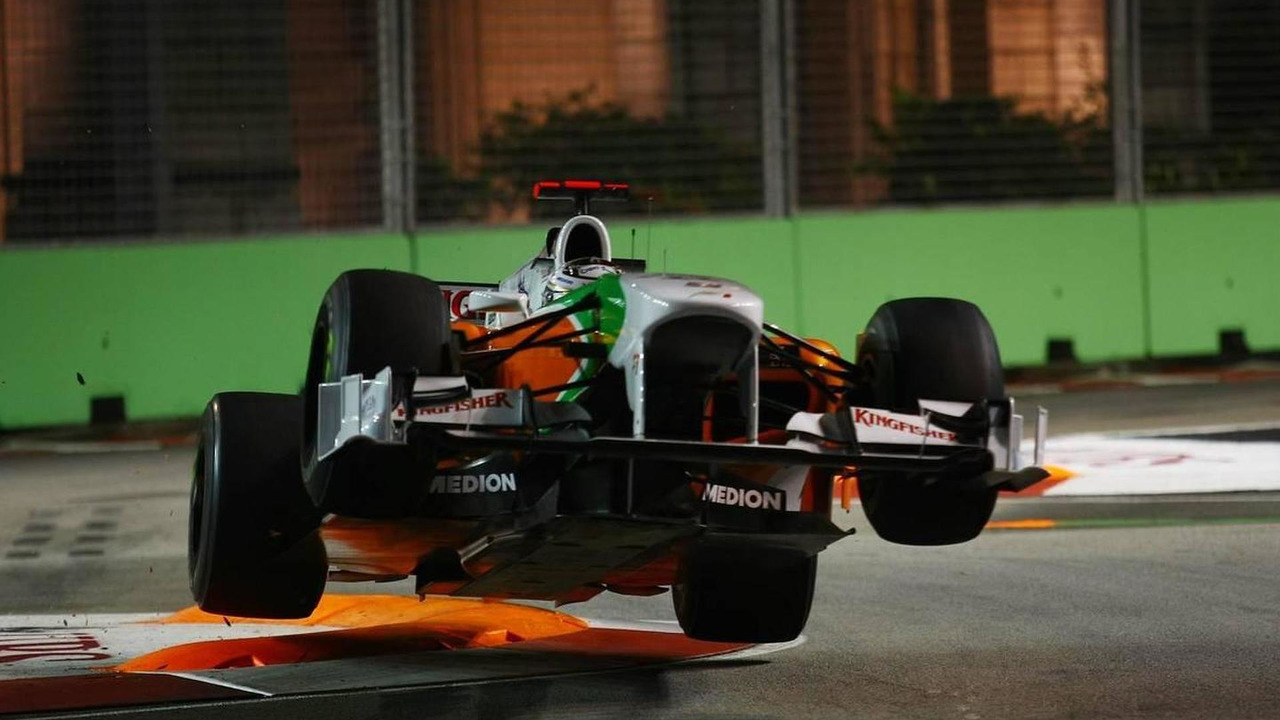 Adrian Sutil (GER), Force India F1 Team gets airbourne after hitting the chicane - Formula 1 World Championship, Rd 15, Singapore Grand Prix, 24.09.2010