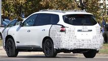 Nissan Pathfinder facelift spy photo