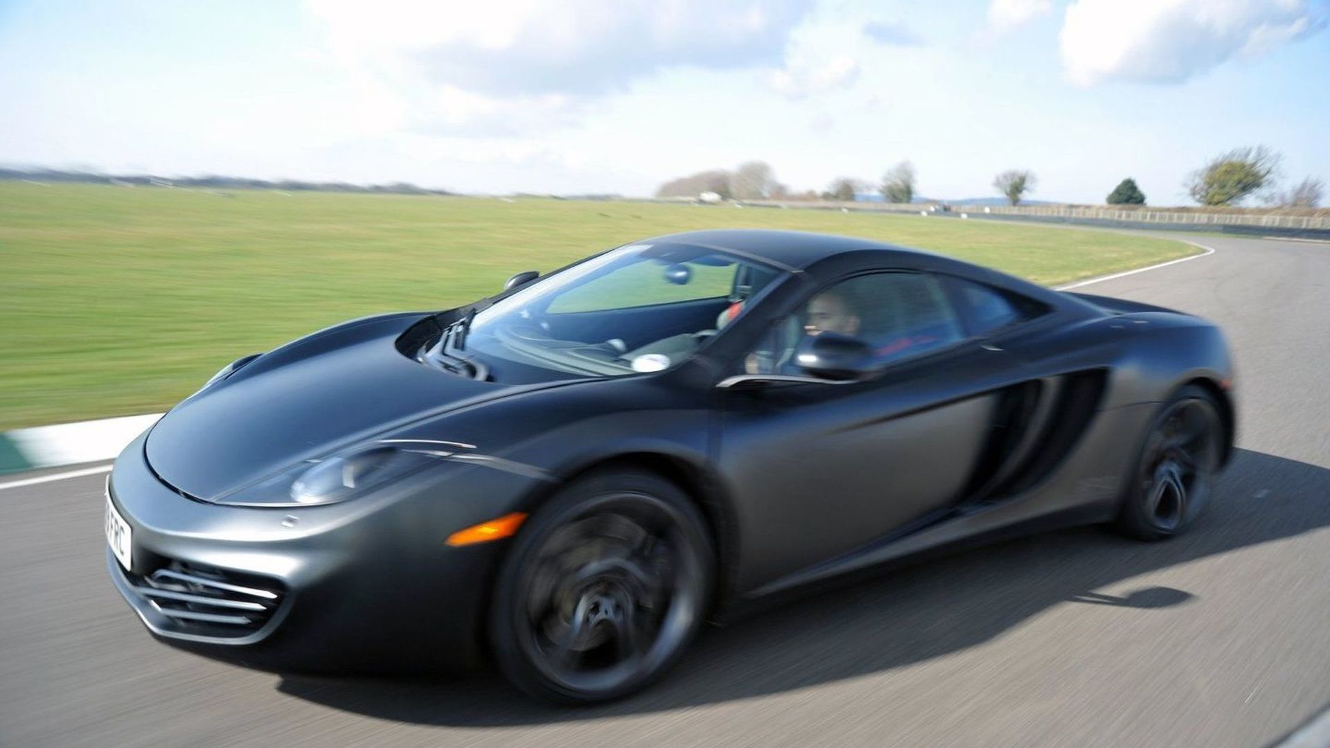 McLaren confirms 35 dealers in 19 countries by 2011