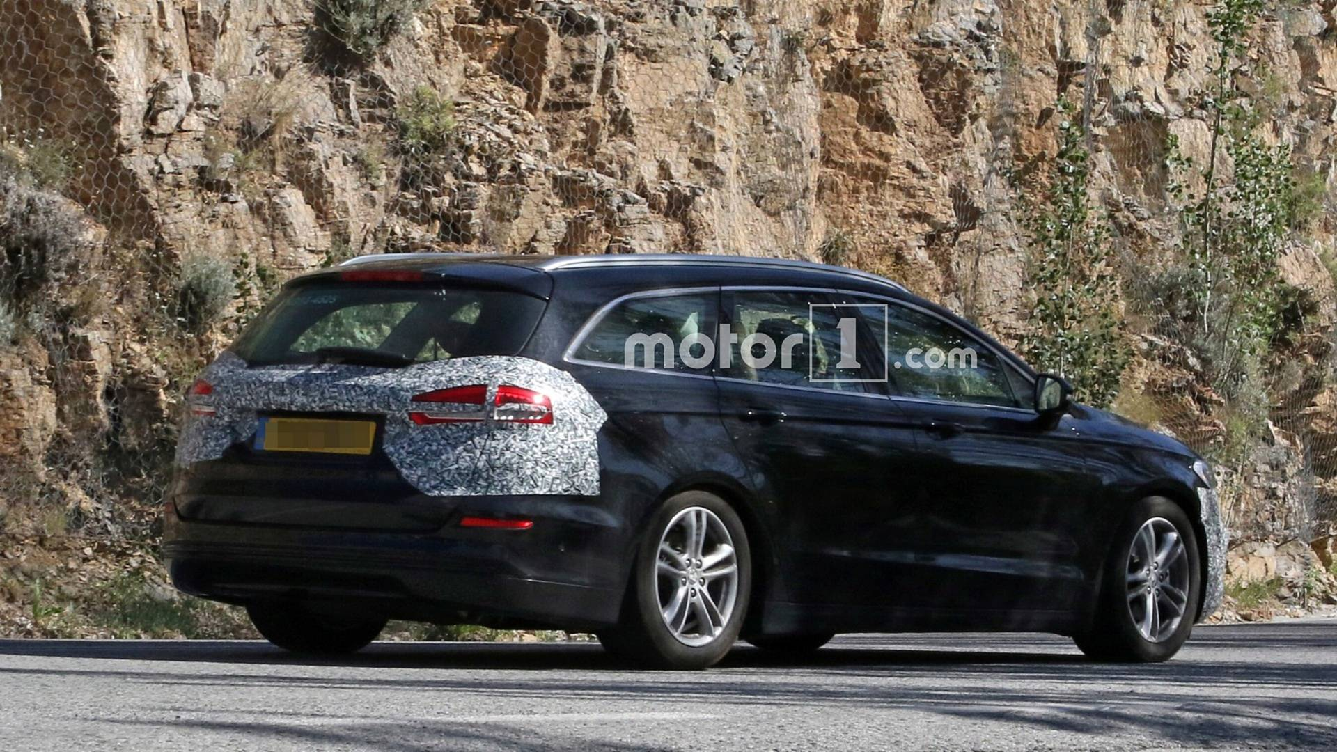 2018 - [Ford] Mondeo/Fusion V Ford-mondeo-wagon-facelift-spy-photo