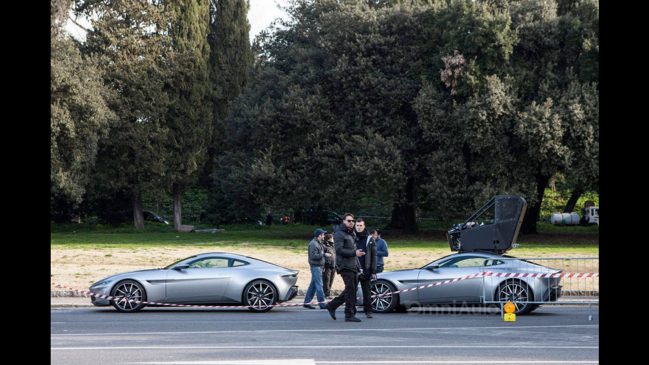 James Bond SPECTRE, le auto sul set a Roma