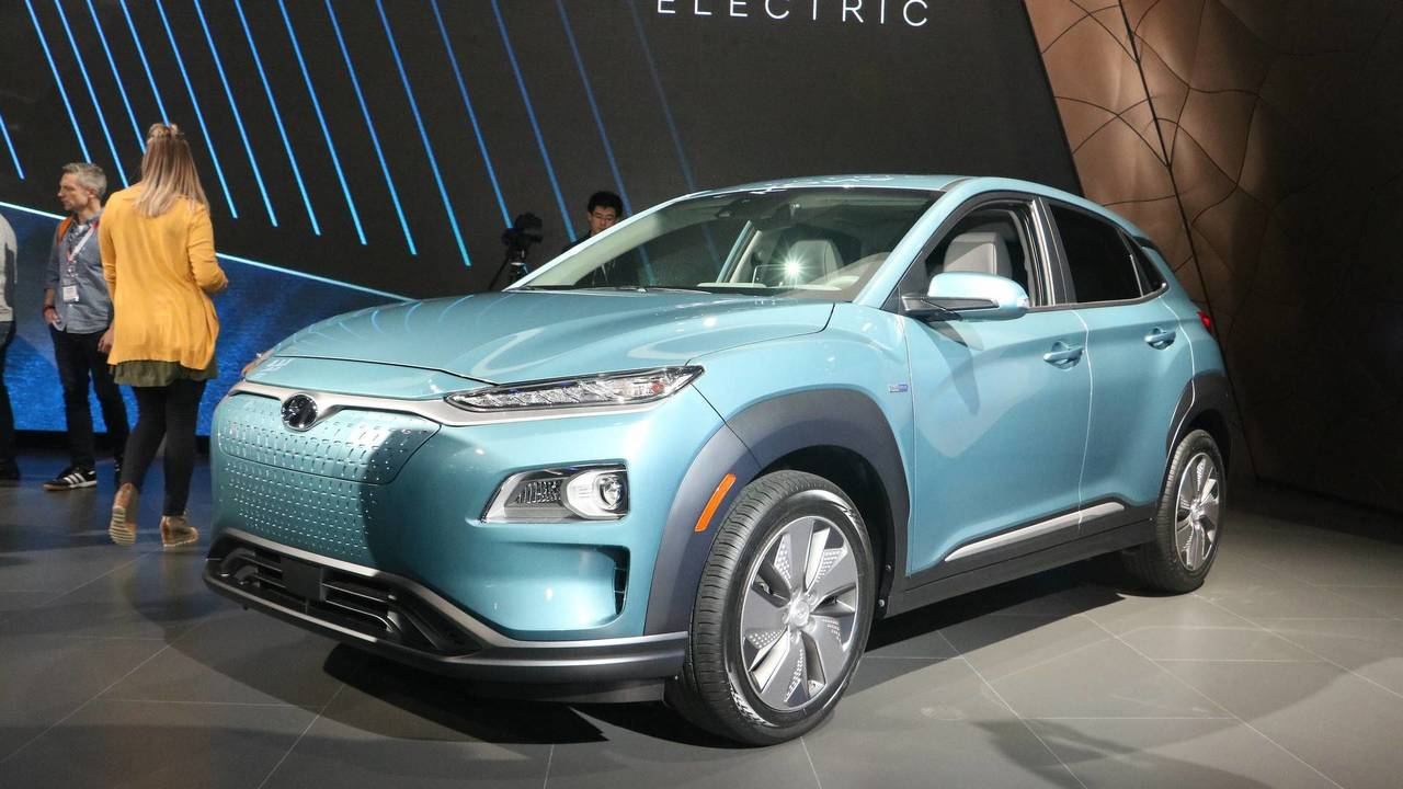 2019 hyundai kona electric at 2018 new york auto show photo. Black Bedroom Furniture Sets. Home Design Ideas