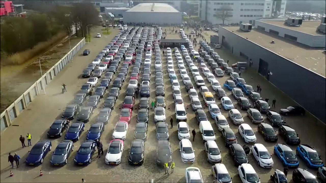 Electric vehicle parade world record