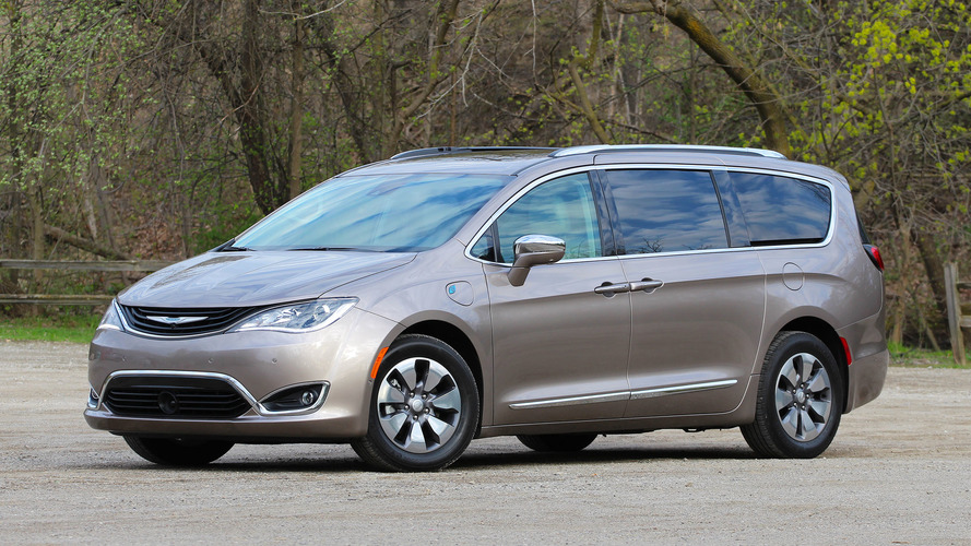 2017 Chrysler Pacifica Hybrid Review: The No-Fuss Gas-Saver