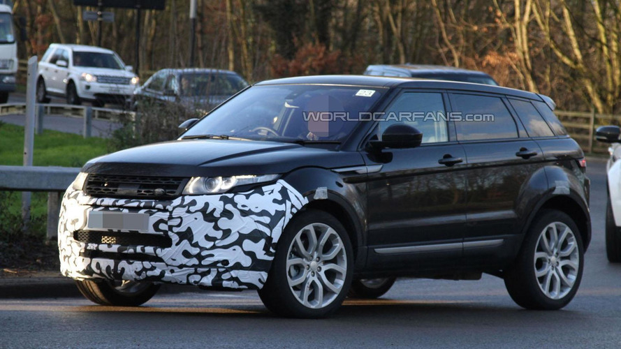 Range Rover Evoque facelift spied, could be introduced later this year