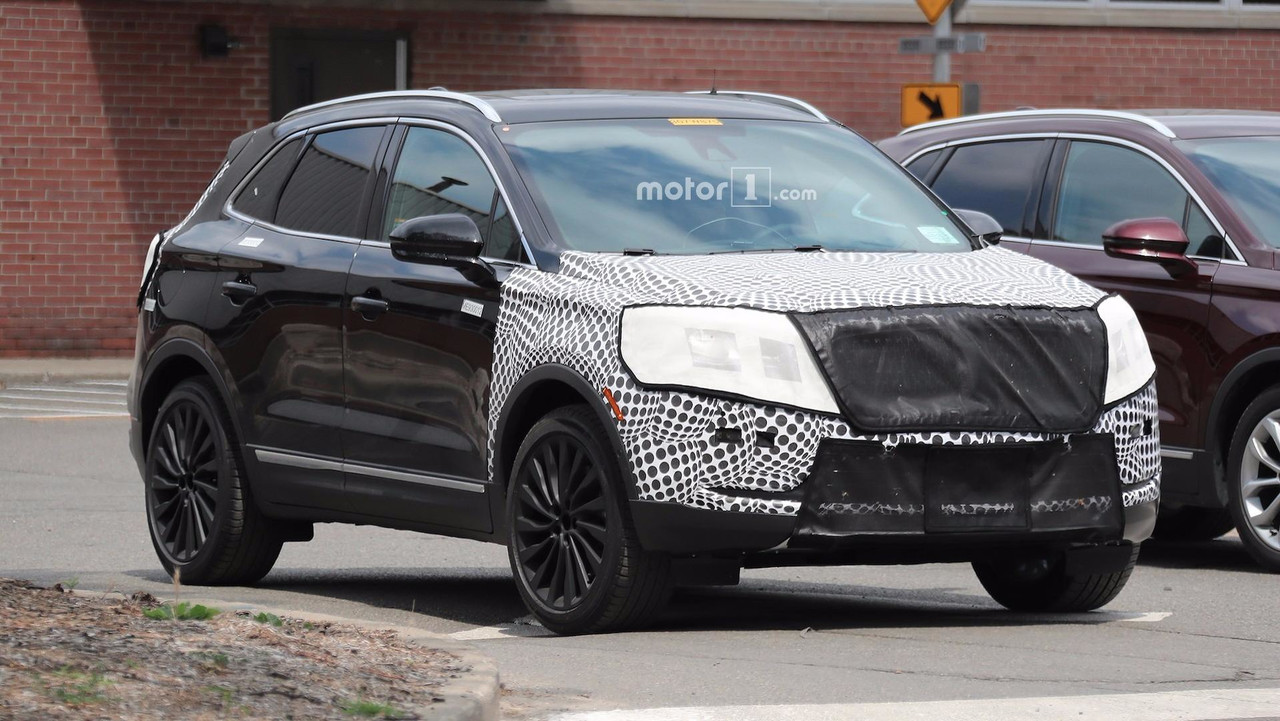 updated lincoln mkc spied with continental grille. Black Bedroom Furniture Sets. Home Design Ideas