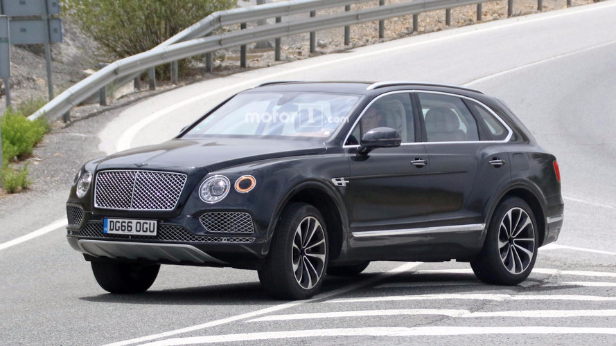 Bentley Bentayga Plug-In Hybrid photos espion