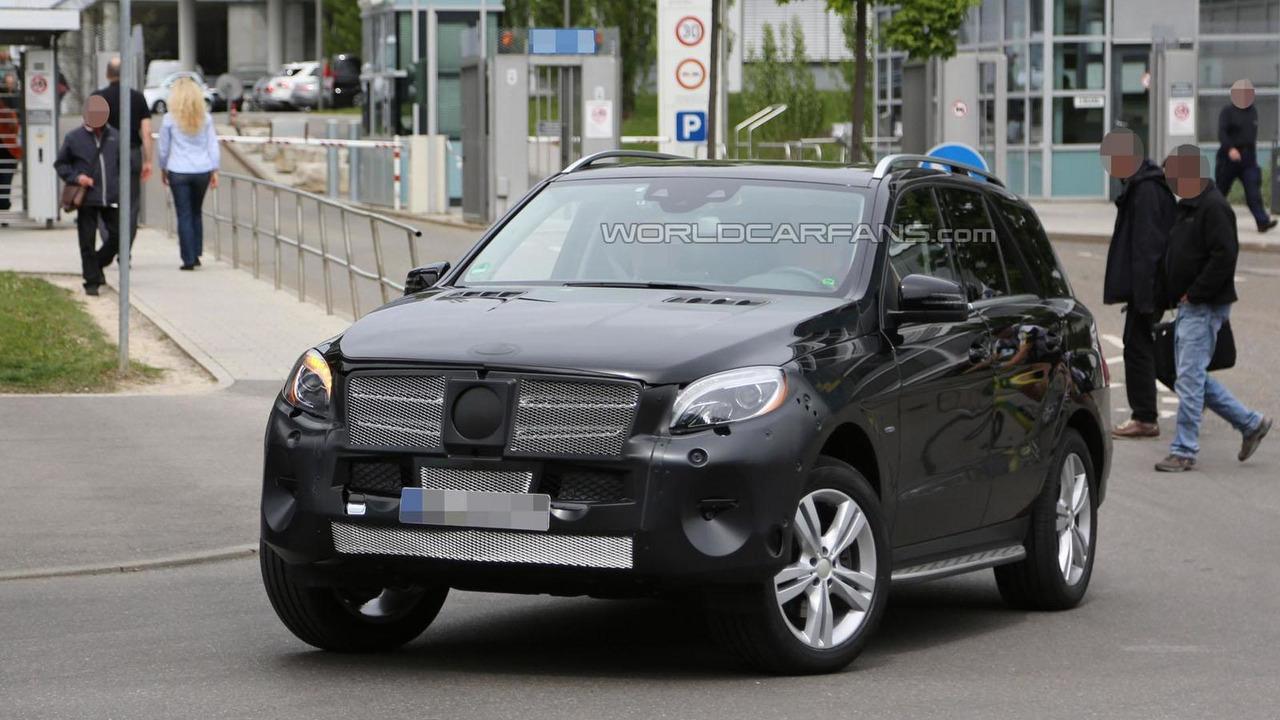 2015 Mercedes M-Class facelift spy photo
