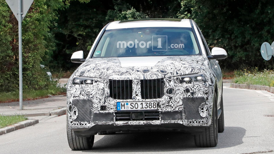 BMW X7 Spied Wearing Production Lights For First Time