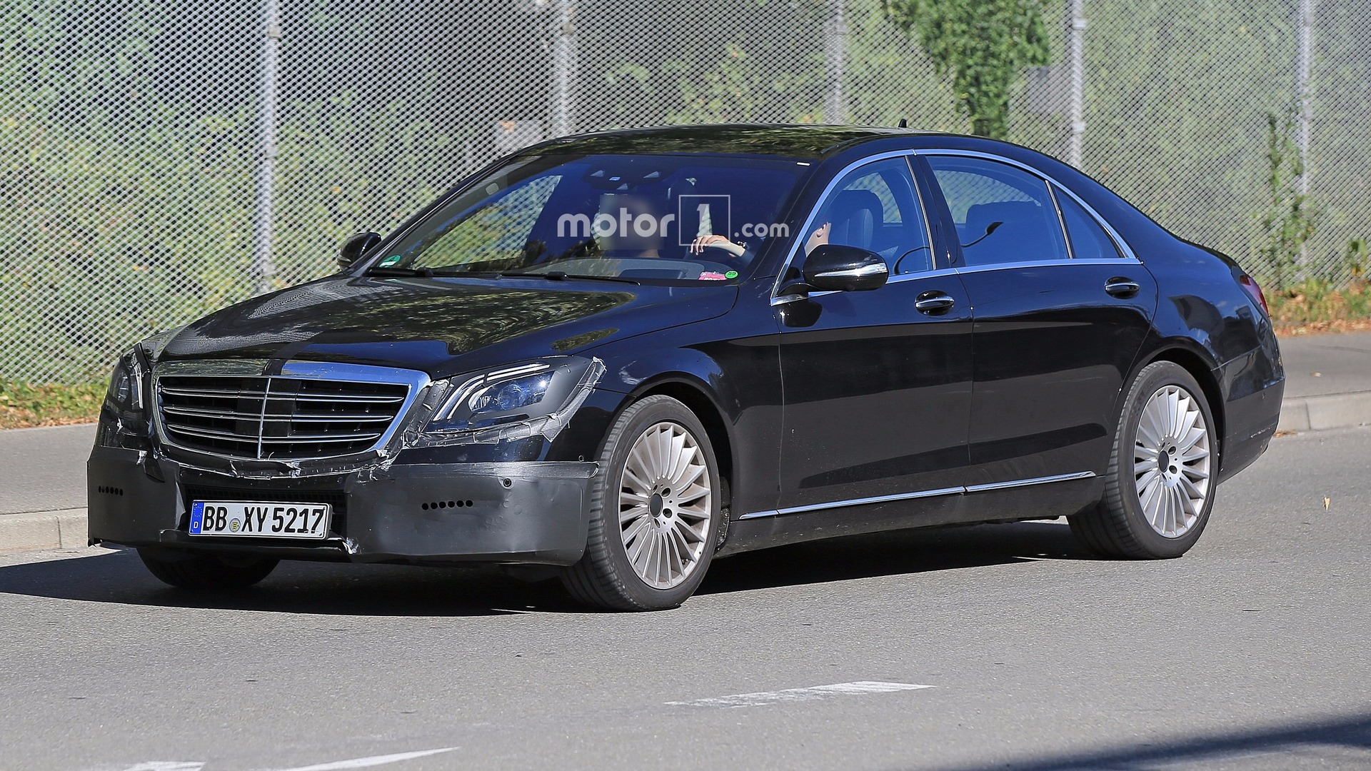 2018 mercedes s class facelift spied with several changes for Mercedes benz new s class 2018