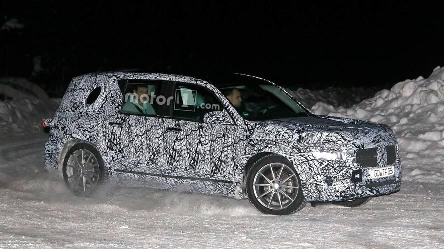 Photos espion - Le futur Mercedes GLB en action