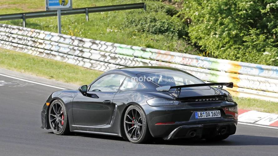Flagra - Próximo Porsche 718 Cayman GT4 terá motor 4.0 aspirado de 400 cv