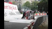 Que coisa feia: Audi A1 capota durante demonstração pública em Bruxelas
