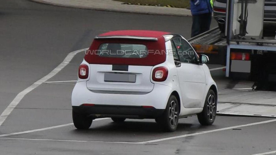 Smart ForTwo Cabrio shows its red soft top in latest spy pics