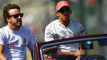 Fernando Alonso (ESP), Renault F1 Team and Lewis Hamilton (GBR), McLaren Mercedes, Japanese Grand Prix, Sunday, Suzuka, Japan, 04.10.2009