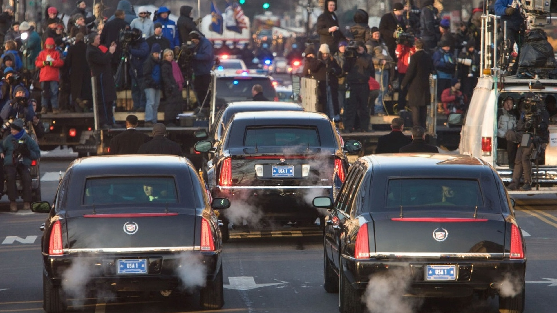 Obama\'s limo detailed, returns 3.7 mpg and weighs around 15,000 lbs