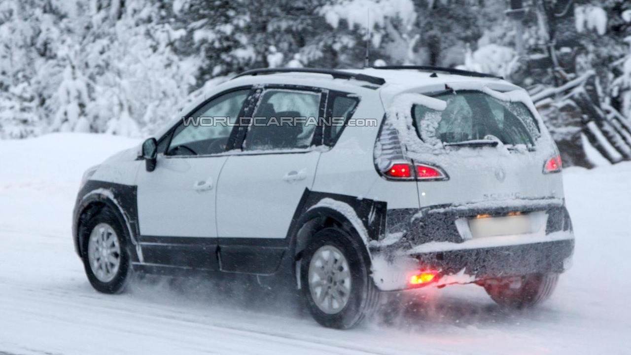 Renault Scenic Cross spy photo 17.12.2012 / Automedia