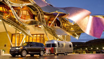 Range Rover towing Airstream 684 Series 2