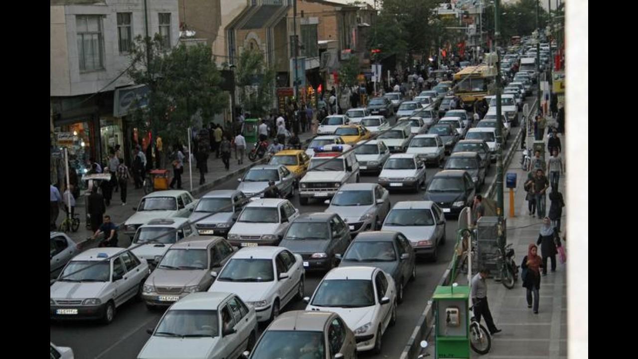 Irã: Renault e PSA se preparam para retornar ao país em 2014