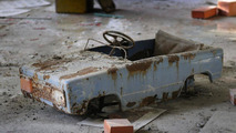 Land Rover expedition rolls through Chernobyl nuclear disaster site