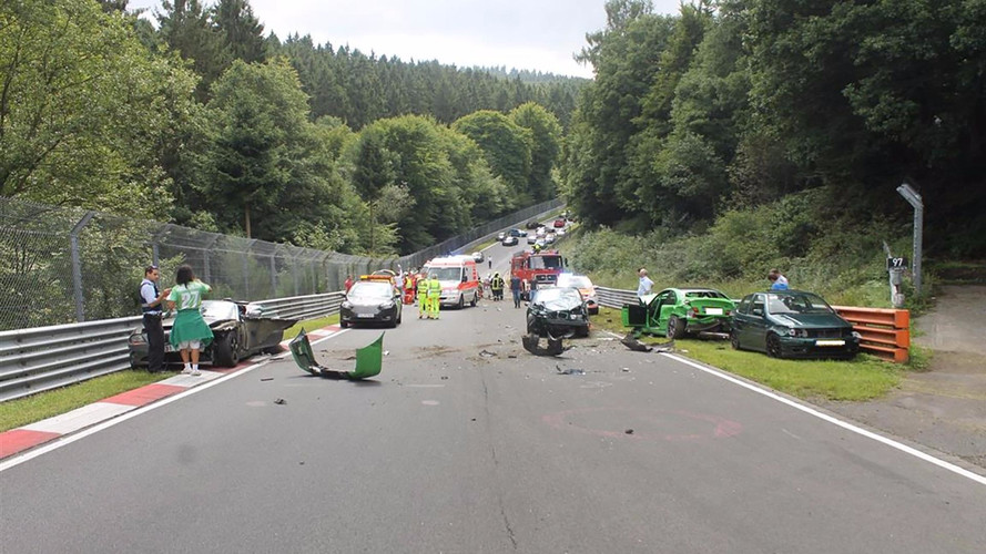 Tíz embert szállítottak kórházba a nürburgringi tömegbaleset után
