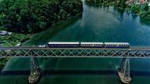 VIDÉO - Le Land Rover Discovery Sport se prend pour une locomotive