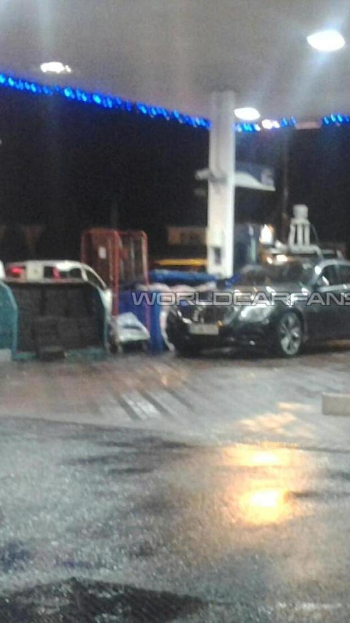 Mercedes-Benz S-Class prototype spy photo