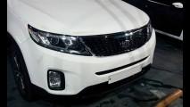 Flagra: Kia Sorento reestilizado é visto totalmente sem camuflagem na Coreia do Sul