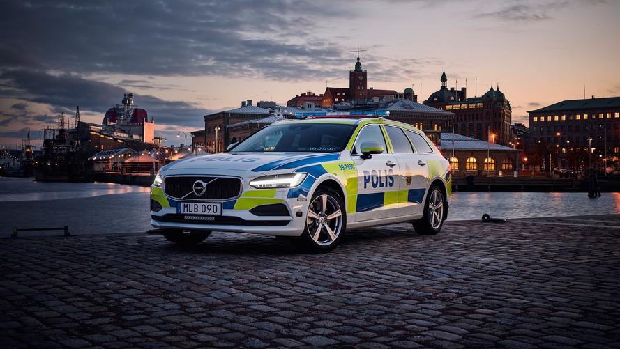 Desejada no Brasil, Volvo V90 se torna viatura de polícia na Suécia