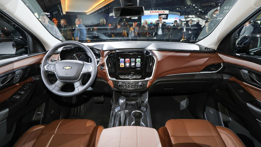 2018 chevy traverse grows from midsize to fullsize for Traverse city motors used cars