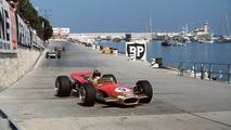 Graham Hill, Lotus 49B Ford - Graham Hill es el único hombre del mundo que puede presumir de haber logrado la Triple Corona como si fuera un título oficial. De hecho, en su larga carrera en Fórmula 1 ganó dos mundiales (en 1962 con BRM y en 1968 con Lotus) y cinco veces el Gran Premio de Mónaco entre 1963 y 1969.  Photo by: LAT Images