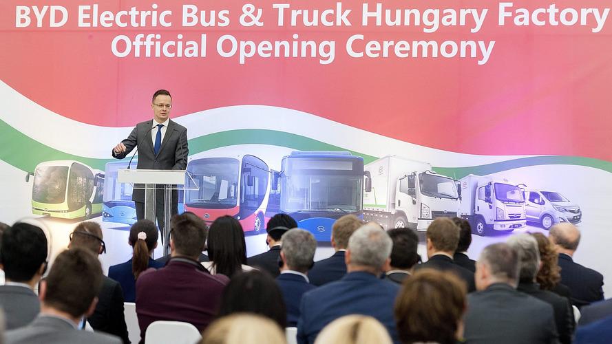 Megnyitotta elektromosbusz-gyárát Komáromban a kínai BYD