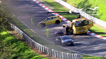 Opel Astra GTC Nürburgring'de kaza yapıyor