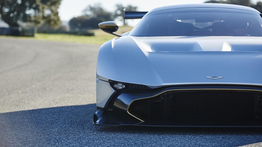 Aston Martin Vulcan and Koenigsegg One:1 Titanium Trials Clone Rival Videos