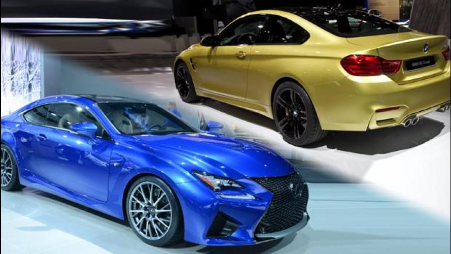 BMW M4 vs Lexus RC F, la sfida inizia sotto i riflettori di Detroit