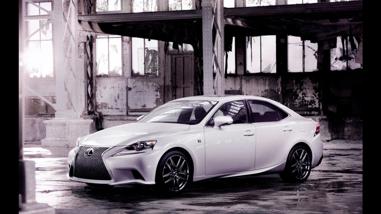 Nuova Lexus IS: le prime foto