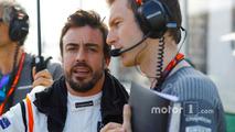 Fernando Alonso, McLaren, and Mark Temple, Race Engineer, McLaren, on the grid