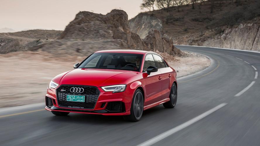 Így gyorsul 0-284 km/órára egy alap Audi RS3 szedán