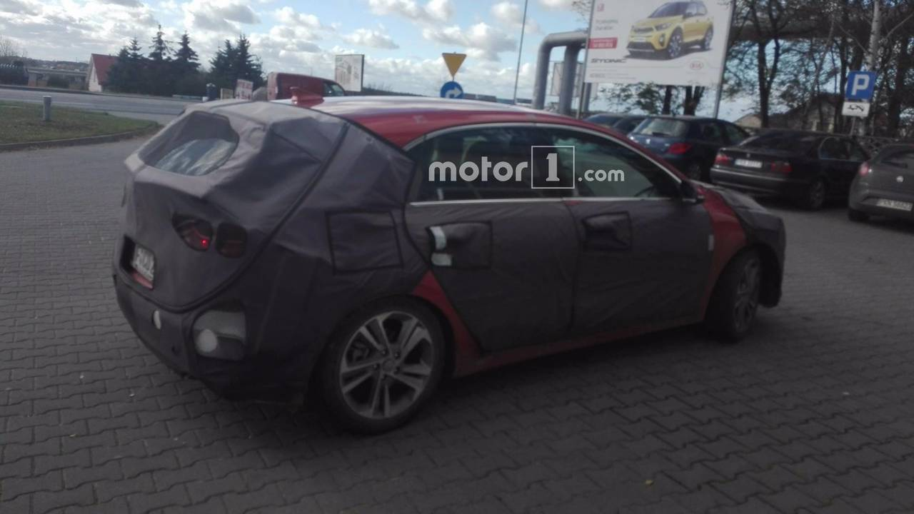 2018 Kia cee'd spied by Motor1.com reader