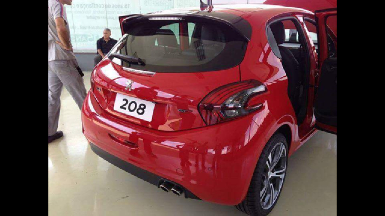 """Novo flagra revela o """"coração turbinado"""" do Peugeot 208 GT"""