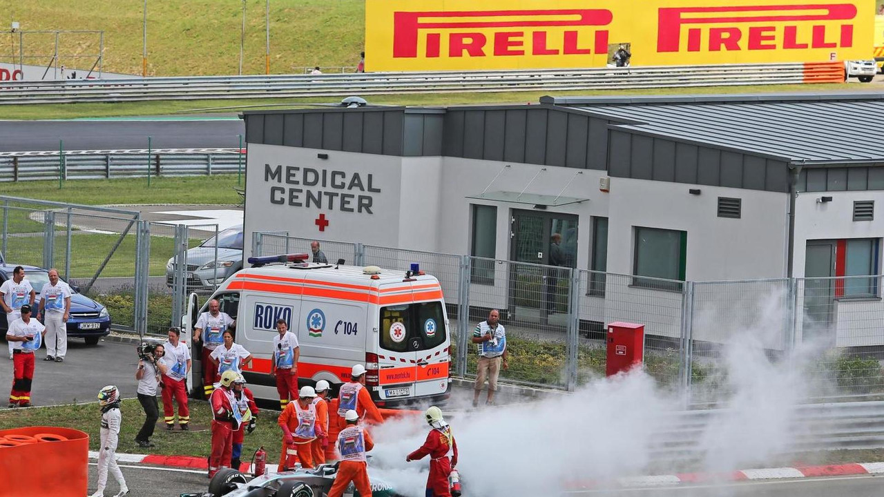Lewis Hamilton (GBR) stops in the pitlane during qualifying after suffering a fire, 26.07.2014, Hungarian Grand Prix, Budapest / XPB