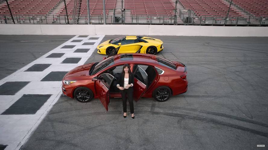 Qué coche te comprarías, ¿un KIA Forte 2018 o un Lamborghini Aventador?