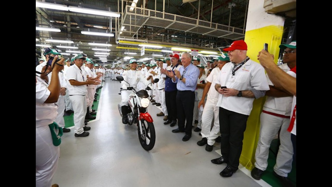 Mercado: produção de motos despenca 30,7% em abril; vendas também caem